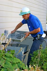 HVAC-technician-working-on-ac-outside-unit