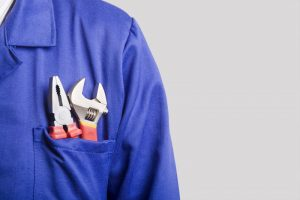 picture-of-techs-shoulder-and-tools-in-pocket